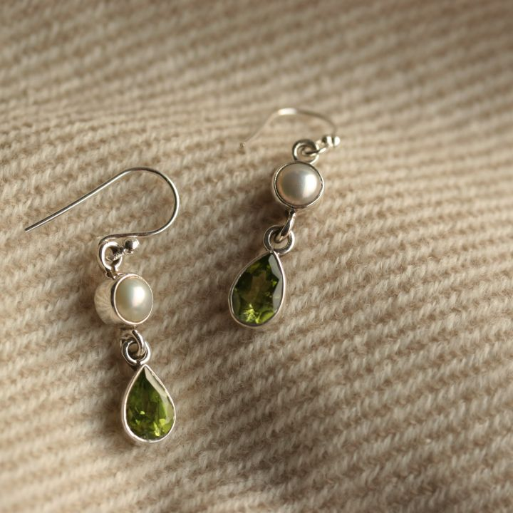 Completely new Peridot and Pearl Silver Earrings - Peridot Drop Earrings UP74